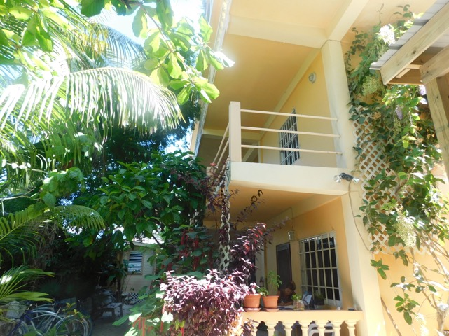 macaw apartments main house holiday lets rentals belize (5)